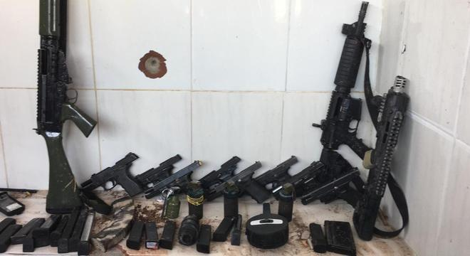 Tiroteio entre policiais e suspeitos deixa pelo menos 13 mortos no RJ