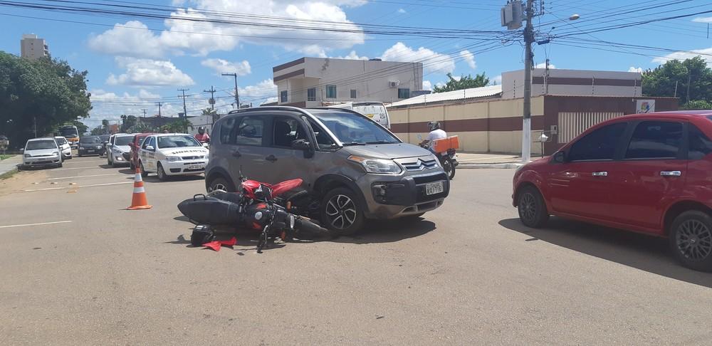 Carro invadiu a preferencial na Duque de Caxias com Elias Gorayeb, segundo testemunhas — Foto: Toni Francis/G1