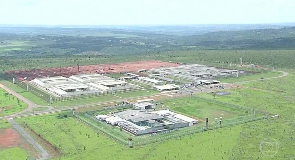 Bolsonaro decide conceder indulto para presos com doenças graves