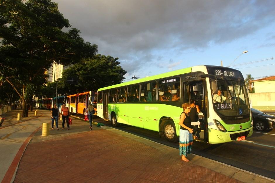 O transporte publico irá operar com a tabela horária de sábado