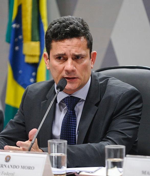 Sérgio Moro pede demissão